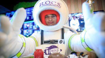 Звездам навстречу: R.O.C.S поздравил российских знаменитостей с Днем Космонавтики