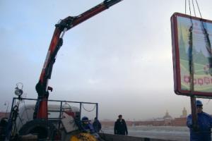 Центр Петербурга зачищают от рекламы