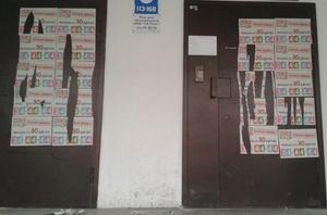 Горожане призывают бойкотировать службу такси, изуродовавшую подъезды тюменцев