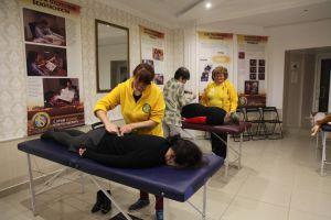 Астраханцы осваивают немедицинские методы помощи при болезнях и травмах