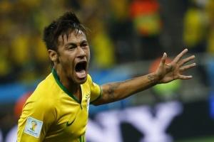 ФИФА может наказать бразильца Неймара за рекламу нижнего белья