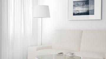 Новинка! Универсальный стеклянный стол в аренду от компании Nano Decor