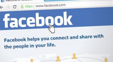Facebook начнет помечать материалы авторитетных СМИ индикатором надежности