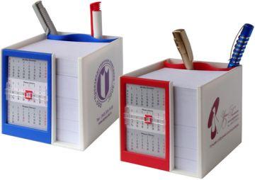 Канцелярский набор с календарём на 2018 год.