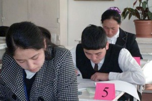 В киргизских учебниках предложили печатать рекламу