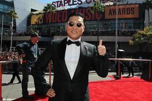 Клип Gangnam Style впервые в истории YouTube набрал два миллиарда просмотров