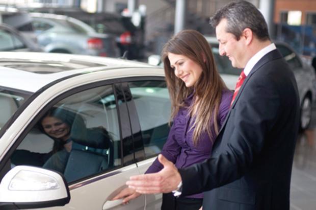 называется работа в автосалоне продавец консультант характерность