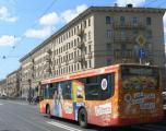 Автобусы в обоях иллюстрируют надежность клея