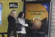 Автобусные остановки запахнут картофелем