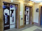 Белое остается белым – черное остается черным в рекламе Nivea на лифтах