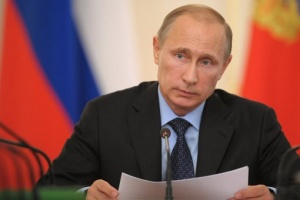 Путин поручил поддержать печатные издания