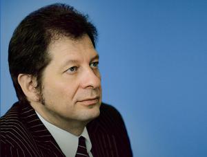 Ректор Университета «Синергия» Юрий Рубин