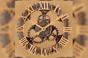Часы с фирменной символикой