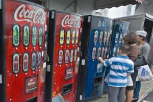 Производители газировки согласились указывать калории на автоматах