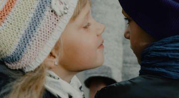 Хип-хоп артист провел кастинг среди 500 детей и снял клип о любви в детском саду