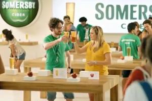 Фанаты Apple осмеяны в рекламе Somersby Cider