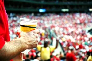FIFA сможет продавать и рекламировать спиртное на российских стадионах