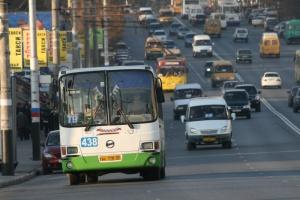 Омские депутаты поспорили из-за рекламы на окнах автобусов