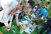 Vizeum подарил деревья Аптекарскому огороду и праздник клиентам