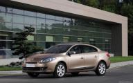 Тройная выгода на Renault Fluence и Megane Hatchback в Автоцентре «ОВОД»:  Скидка 50 000 рублей, кредит 2,9% на 2 года и комплект зимних шин в подарок!